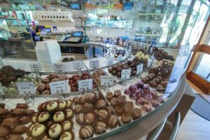 chocolate country shop hi res-32