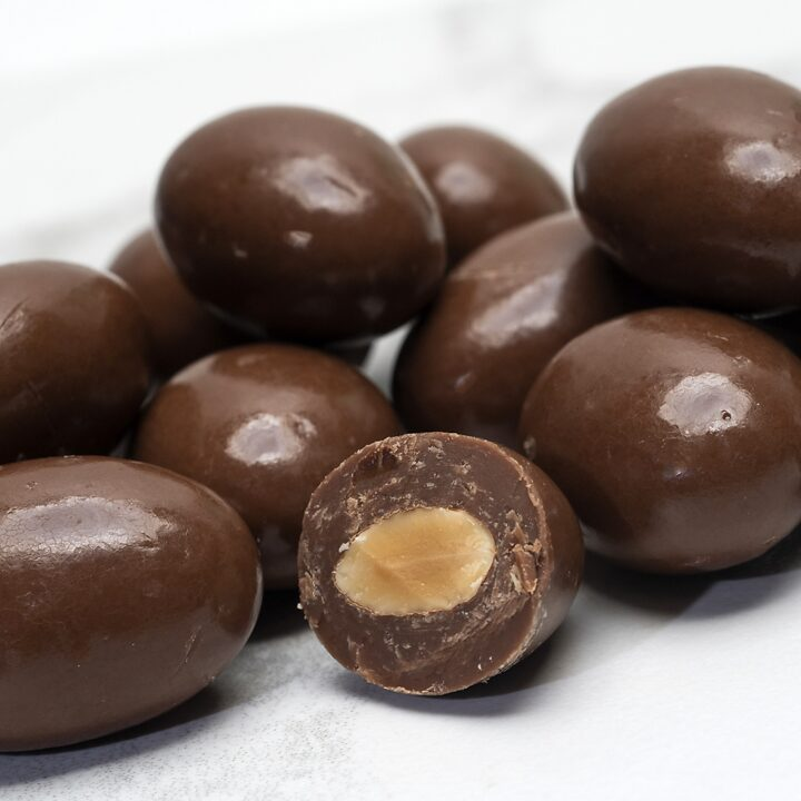 Chocolate Country Milk chocolate coated almonds