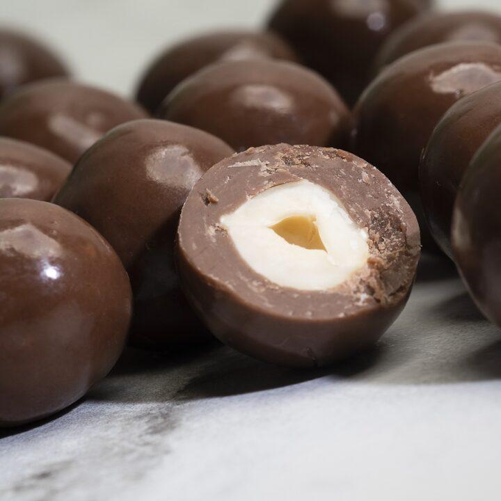 Chocolate Country Milk chocolate coated hazelnuts