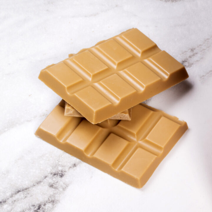 Chocolate Country 1 Carton - 12 x 100 g Golden Caramel Bar